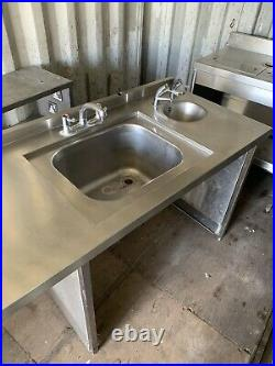 Stainless steel commercial kitchen sink